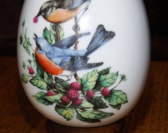 Avon Porcelain Egg with Bluebirds and Berries