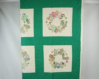 Hand sewn antique quilt / Vintage dresden plate quilt / Antique bedding