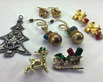 Vintage Christmas Jewelry Lot: Mix of 3 Christmas Earrings, 1 Pin Set and 1 Pendant. Crystals, Stones and Silver and Gold Tone plus Pewter.