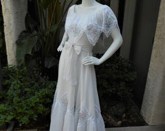 Vintage 1970's Mexican Wedding Dress - Size 2