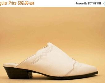 80s 90s Vtg White Genuine LEATHER Minimalist Slide / Pointed Toe Mule WESTERN Motif Boho Hippie Platform Low Heel / US 5.5 6 6.5 Eu 36 35.5