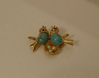 Mid Century Turquoise Love Birds with Pearl Eggs in Nest Brooch Pin