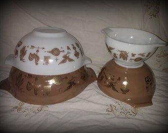 Vintage Pyrex Nesting Bowls Early American Brown Patter Set of Four 1960s