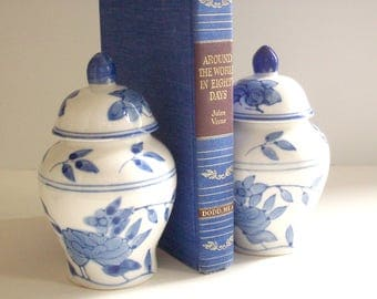 Pair of Ginger Jars, Blue and White, Vintage Chinoiserie Chic Decor, Lidded Jars, Urns, Vases, Asian Style