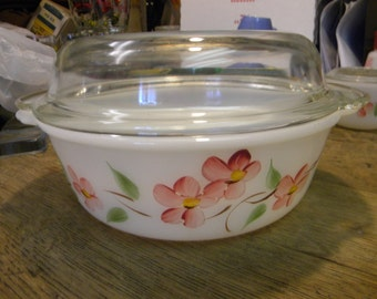 great shape clean vintage anchor hocking FIRE KING CASSEROLE with glass lid