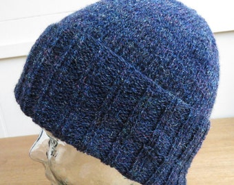 Knitted brimmed hat in blue