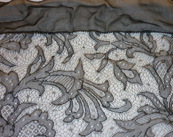"""EXTRAORDINARY Antique French CHANTILLY Silk Lace...Lace 16.5"""" Wide by 43"""" long..PERFECT"""