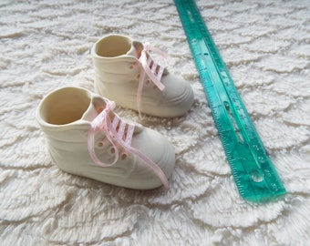 NIB Treasured Times (Ceramic Babies Shoes) Set With laces and in box.. BIN#5 (30.00+ coupon TOYOU4FREE  For free shipping!)
