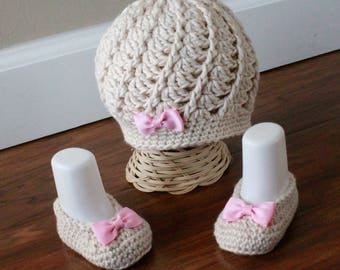 Baby Girl Outfit, Baby Girl Crochet Hat and Booties, Baby Girl Clothes, Take Me Home Outfit, Baby Girl Booties, Baby Hat