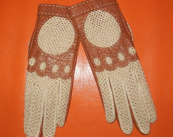 Unworn Vintage Driving Gloves 1960s Tan Leather Cream Woven Fabric Gloves NWOT sz 6.5 or 7