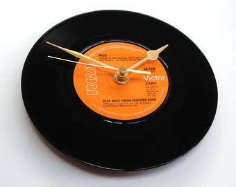 STAR WARS Vinyl Record CLOCK made from a recycled vinyl record, Meco, Star Wars / Cantina Band, cult movie soundtrack, retro, orange, black