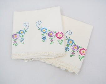 Vintage Embroidered Pillowcases -  Pair Embroidered Floral Pillowcases - Glamping - Glamper - Free Shipping - 11RTT16