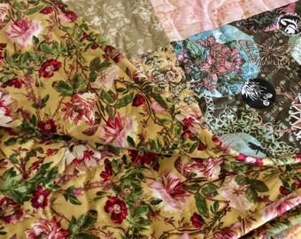 Patchwork throw quilt. Vintage florals.