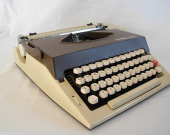 ROYAL SAFARI Typewriter Two-Toned Brown and Beige Portable Lightweight Office Typewriter