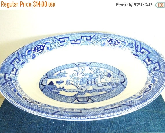 ON SALE Homer Laughlin Vegetable Bowl. Blue Willow Pattern. Circa 1954. Farmhouse Style. Grandma's House. Family Dinners.