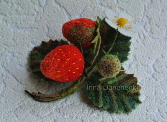 Felted wool brooch, Strawberry felt, Strawberry Brooch, Red Beries Jewelry