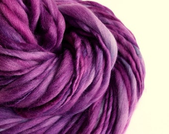 Thick and Thin knitting yarn, chunky merino knitting wool, grape / purple pastel, big knitting wool, handspun yarn