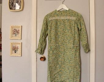 1960s green floral long sleeve mini smock dress