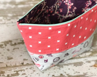 Open Wide Accessory Pouch for Knitters, Sewists, Crotcheters, perfect for toiletrees and travel.
