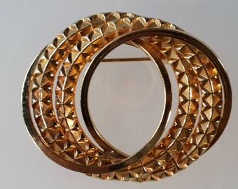 Gold Tone Metal Circles Textured Brooch
