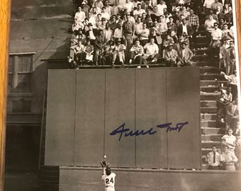 Willie Mays AUTOGRAPHED 8x10 Photo w/ COA