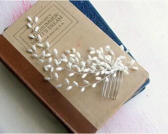 Laurel Sweep Hair Comb, Wedding Hair Comb, Pearl Hair Accessory, Bridal Hair Comb, Modern Wedding Headdress,