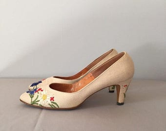 40% OFF SALE... 1950s linen embroidered heels | flower embroidery leather and linen pumps