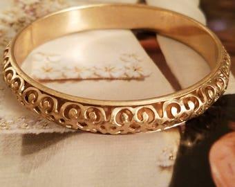 Beautiful Vintage Goldtone Metal Intricate Filigree Bangle Bracelet