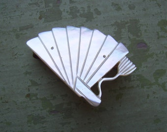 A Pretty Vintage Mother Of Pearl/MOP Brooch/Pin - Fan - Hand-Carved - Circa 1950's.