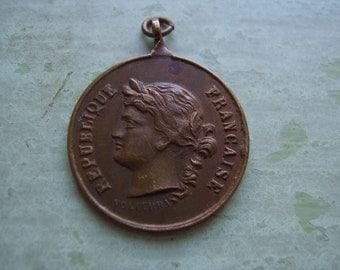 An Antique French Medallion/Medal - 'Republique Francaise' - Brass/Bronze.