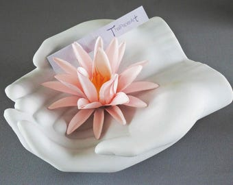 The Lotus gravity : Light pink paper flower magnet
