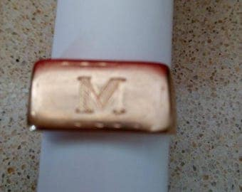 14k solid Yellow Gold Mens Signet rectagular Ring  with the letter M ,5.4 gr