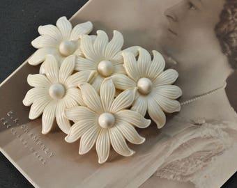 1940s White Flower Cluster Pin