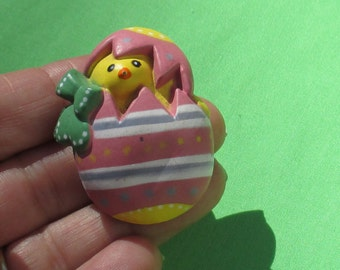 Retro Easter Hatching Yellow Chick Striped Egg Plastic Brooch