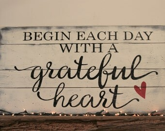 Begin Each Day With A Grateful Heart Wood Sign Pallet Sign Farmhouse Chic Wall Decor Distressed Wood Wallhanging Shabby Chic Inspirational