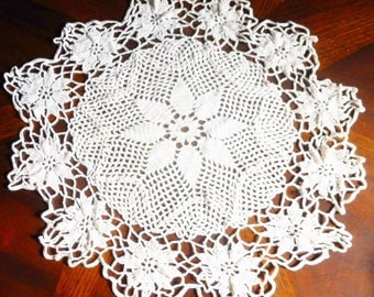 """Vintage Crochet Dollie 19"""" dia Star in the Middle with a Daisy Edge"""