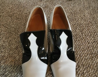 Vintage 1960's TEMPOS Black and White MOD Colorblock Loafer Shoes Size 7 AA/ Black & White Patent Leather Mad Men Loafer Mod Pump Shoes