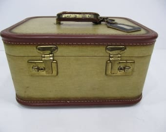 Vintage Train Case, Make Up Case, Cosmetic Case, Small Suitcase, Photo Prop, Wedding Decor