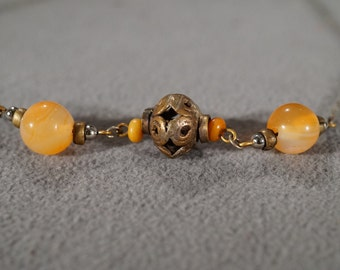 Vintage Jewelry Art Deco Style Yellow Gold Tone Glass Bead Metal Open Cut Work Design Necklace    KW7