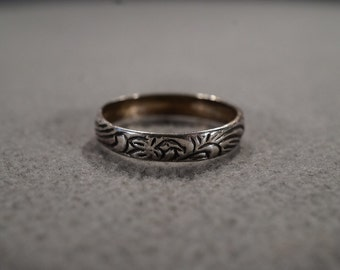 vintage sterling silver band ring with eternity floral etching, size 8   M1