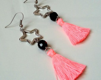 Earrings with charm and fluo pink tassel