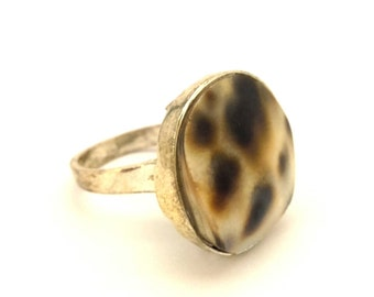 Vintage Tiger Carved Shell Natural Cabochon Women Charming Silver Plated Ring Size 8.0