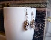 Totenkopf Prinzessin baumelnde Ohrringe, Silber, funkelnd, glänzend, Geschenk für sie, Beigabe von Felicianation