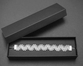 Semicircles R Lace Bracelet | Handmade Bobbin Lace Jewellery
