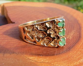 A vintage 9k yellow gold emerald ring made in 1975.