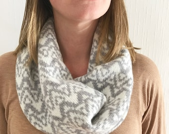 Ladies Knitted grey snood, ladies Lambswool snood, grey snood, lambswool cowl, ladies knitted snood, grey and white snood
