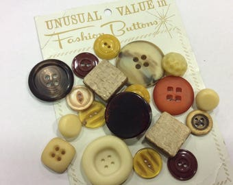 Lot of 19 Vintage Buttons