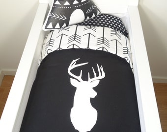 Bassinet set - Black and white deer head with arrows