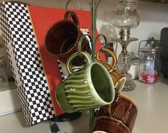 Vintage Mug Tree with 4 Mugs