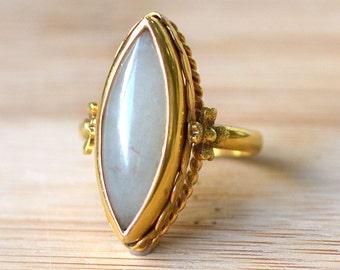 SALE 40% OFF 18K Gold Marquise Jade Ring - Vintage Yellow Gold Jade - 1950s Retro Jade Ring - Yellow Gold Marquise Ring - 1950s Vintage Jade